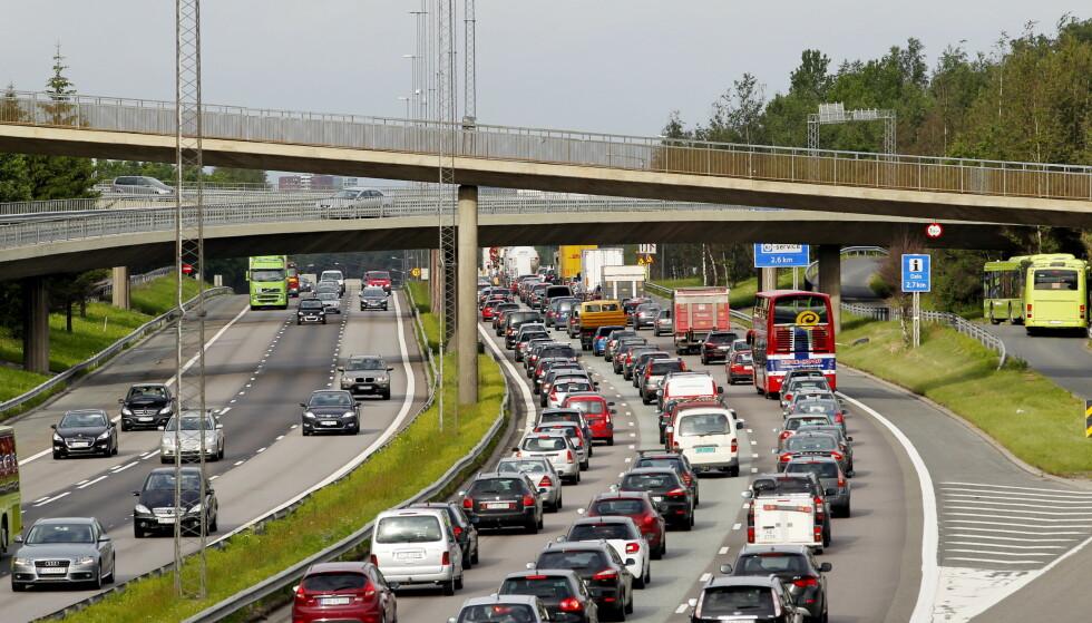 KØ: I morgen forventes det mye trafikk og kaos på veiene. Foto: Håkon Mosvold Larsen / NTB