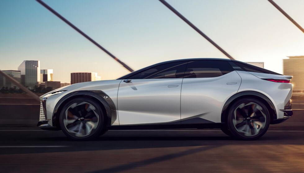 """NYTT BATTERI? Foreløpig er LF-Z utstyrt med et tradisjonelt litium-ion batteri, men Toyota og Lexus er nær å sette i produksjon et såkalt """"solide state"""" batteri, som kan doble rekkevidden. Foto: Lexus"""