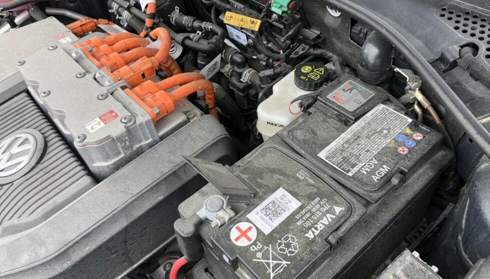 SYNDEREN: Et defekt eller utladet startbatteri er årsak til over halvparten av alle nødstopp med elektriske biler. Foto: Rune Korsvoll