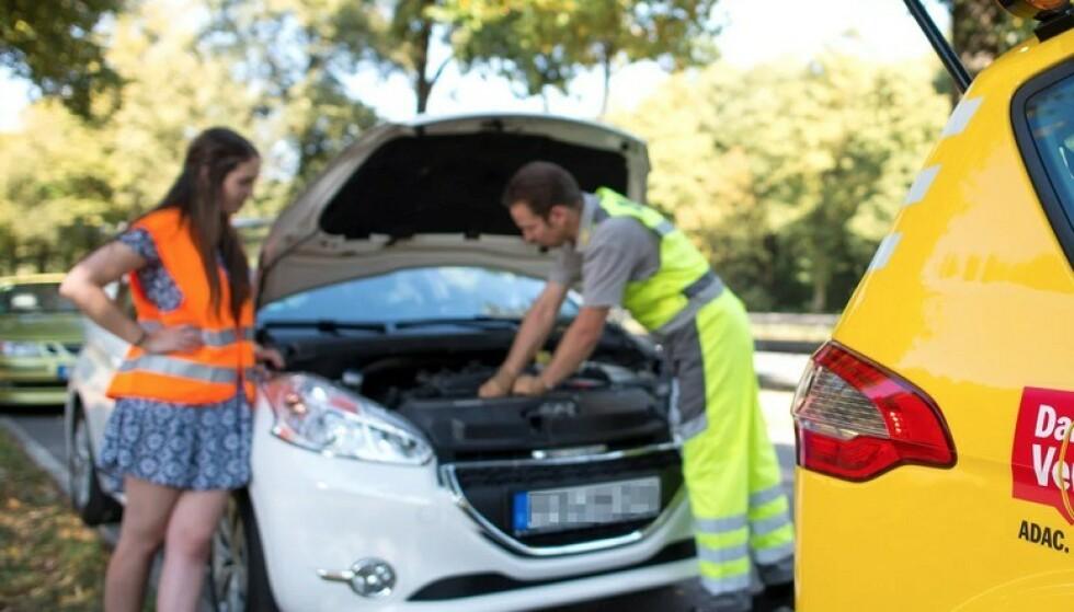 START-NEKT: Også elbiler har et lite 12-volts startbatteri, akkurat som en bensinbil. Når startbatteriet er flatt, nekter elbilen å starte og dørene lar seg ikke åpne. Foto: ADAC/ Martin Hangen