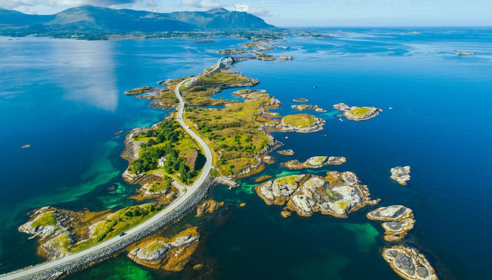 Fotogen veistrekning: Atlanterhavsveien ble kåret til århundrets byggverk i 2005. Foto: Shutterstock / NTB