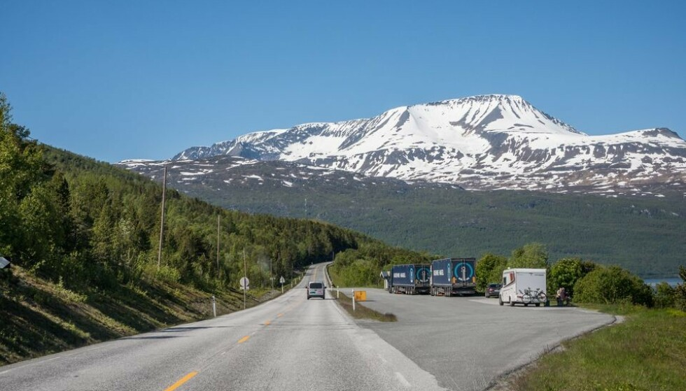 RASTEPLASS: Det er Statens vegvesen som drifter og vedlikeholder rasteplassene langs riks- og europaveiene. Her fra E6 i Troms. Foto: Jarle Wæhler/Statens vegvesen