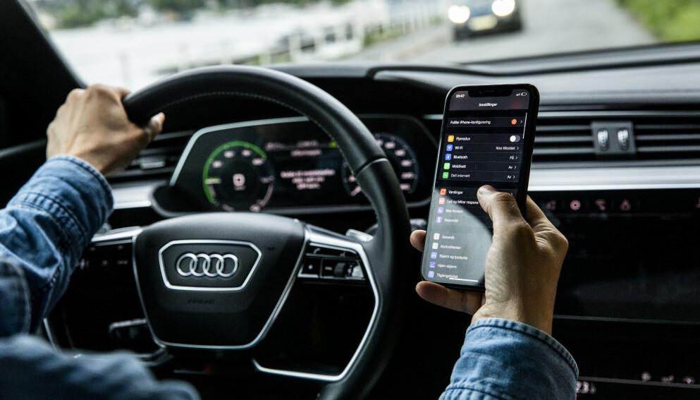 BLIKKET PÅ VEIEN: Ikke vær den sjåføren som er uoppmerksom bak rattet.