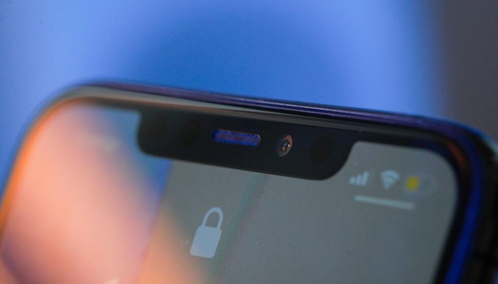 IPHONE: Skal vi tro ryktebørsen vil iPhone 13 ha en mindre busslomme enn iPhone 12. Foto: Jaap Arriens/NurPhoto/Shutterstock/NTB
