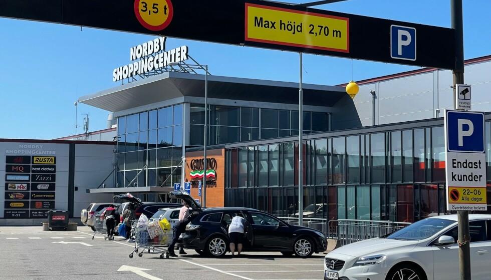 Klar - ferdig - kjøp: Både Nordby kjøpesenter og butikkene i Strömstad er klare for nye storinnrykk av nordmenn. Foto: Odd Roar Lange/The Travel Inspector