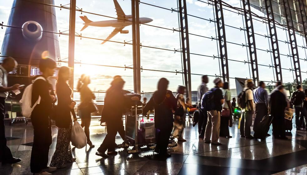 KØ: Det ventes lange køer og kaos på flyplassen i helgen. Foto: Shutterstock / NTB