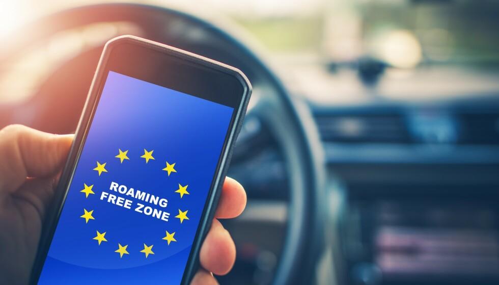 BELASTES: Nå belaster det britiske mobilselskapet EE kundene for roamingkostnader i utlandet, igjen. Foto: Virrage Images / Shutterstock / NTB