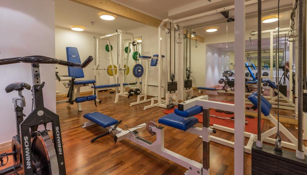 Trim: Du trenger ikke ligge på latsida når du bor i Bjørndalenhytta. Her er treningsrommet. Foto: Beitostølen Resort
