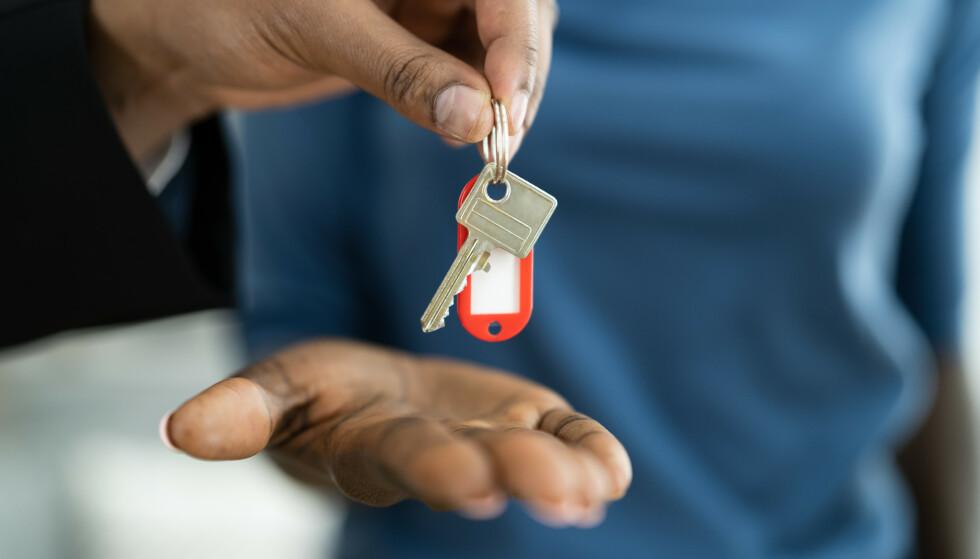 UTLEIE: Skal du leie ut boligen eller hytta i sommer? Da er det lurt å sjekke skattereglene. Foto: Agent Andrey_Popov / Shutterstock / NTB