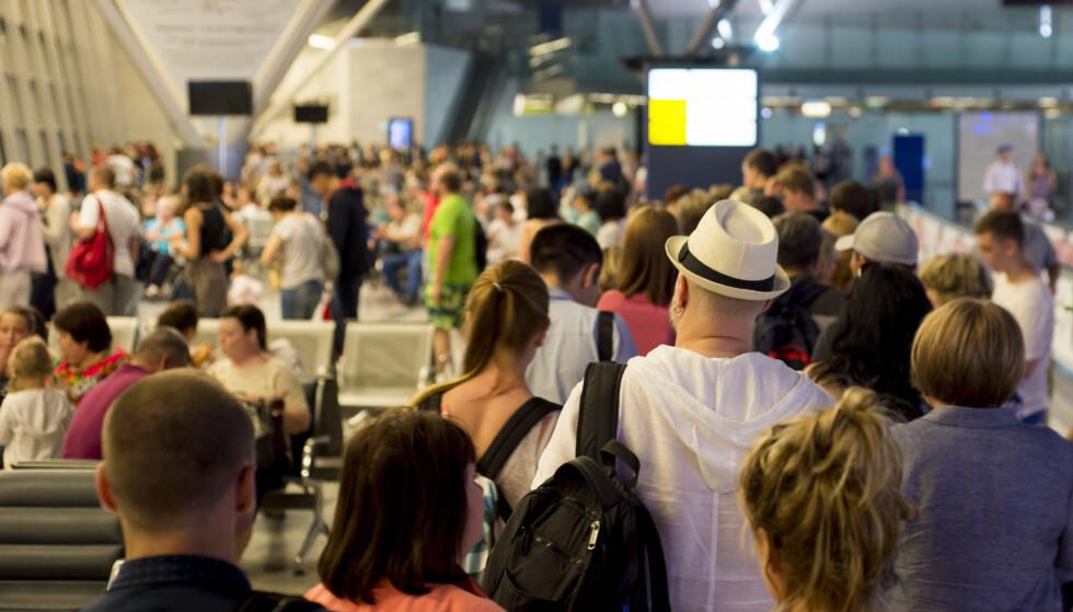 KØ: Mange reisende mister flyet på grunn av kø på flyplassen, forteller Europeiske Reiseforsikring. Foto: Paparacy / Shutterstock / NTB