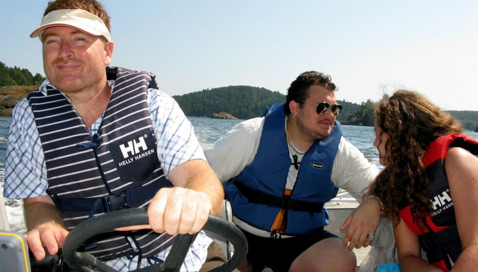 REDNINGSVEST: Reglene sier at alle som er i fritidsbåter under åtte meter skal ha på seg egnet redningsvest når båten er i fart. Foto: Berit Keilen/NTB