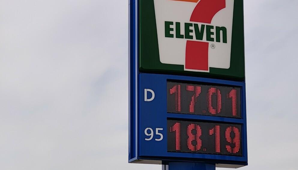 DYRERE: Mange bileiere har merket godt at prisene har steget kraftig de siste ukene. Foto: Pål Joakim Pollen
