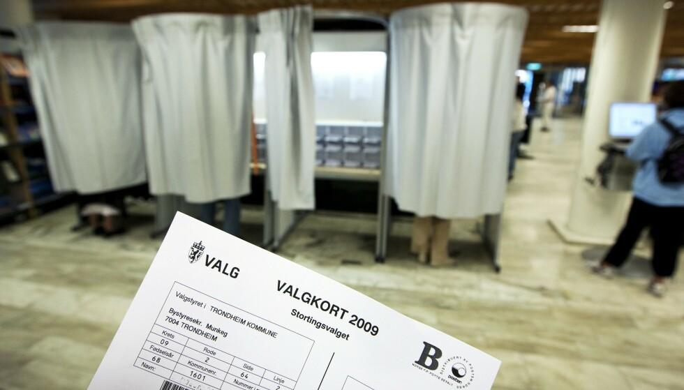 Digitalt: Nå blir valgkortene digitale. Her fra stortingsvalget i 2009. Foto: Gorm Kallestad / NTB