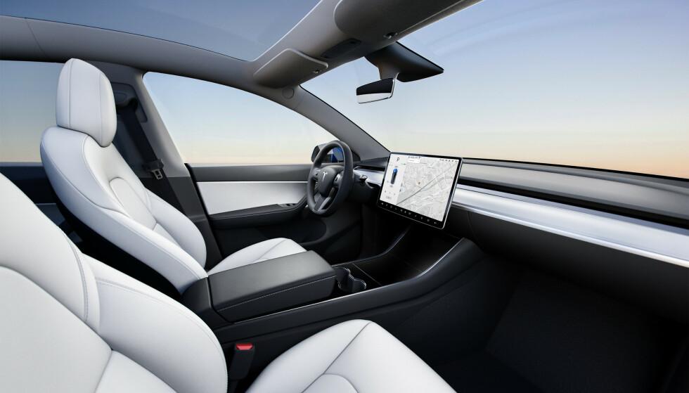 MYE UTSTYR: De første bilene har stort batteri, firehjulstrekk og utstyr som glasstak og Enhanced Autopilot-pakke. Foto: Tesla