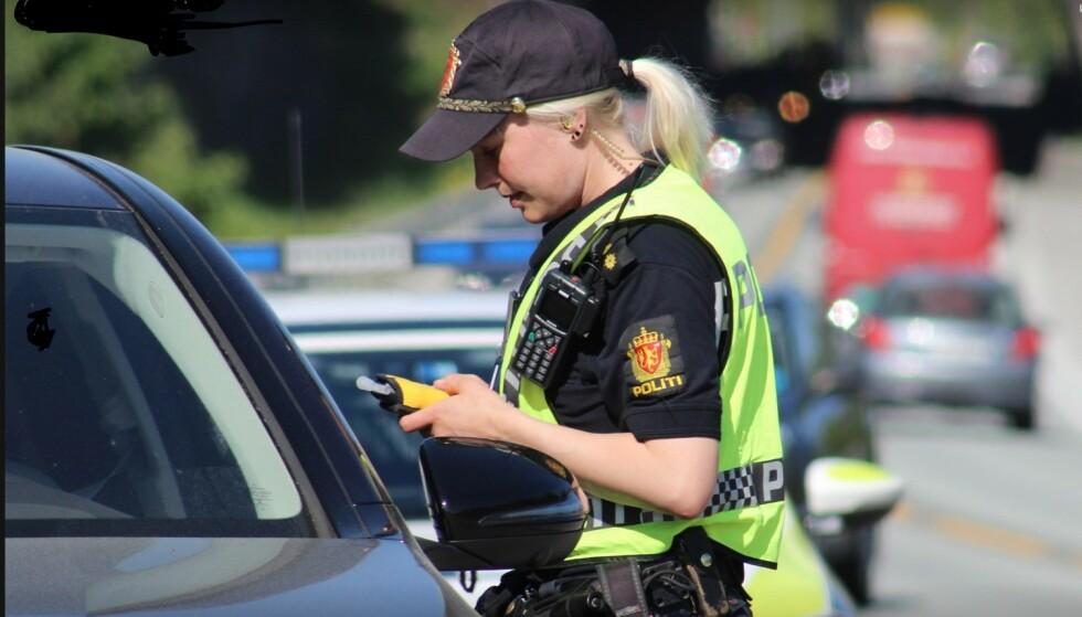 FÆRRE TRAFIKKDREPTE: Så langt i år har 29 personer mistet livet på norske veier. I samme periode i fjor omkom 46 mennesker. Økt politi-innsats mot fart, rus og uoppmerksomhet kan være en del av forklaringen. Foto: UP