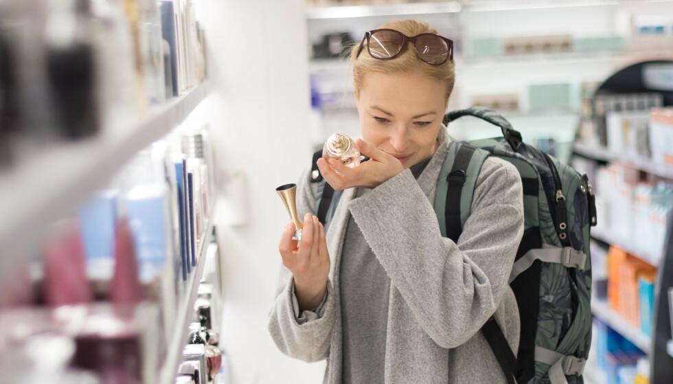 DYRERE: Vår prissjekk viser at 11 av 15 produkter er dyrere i den billigste taxfreebutikken enn i den billigste norske nettbutikken. Foto: Shutterstock / NTB