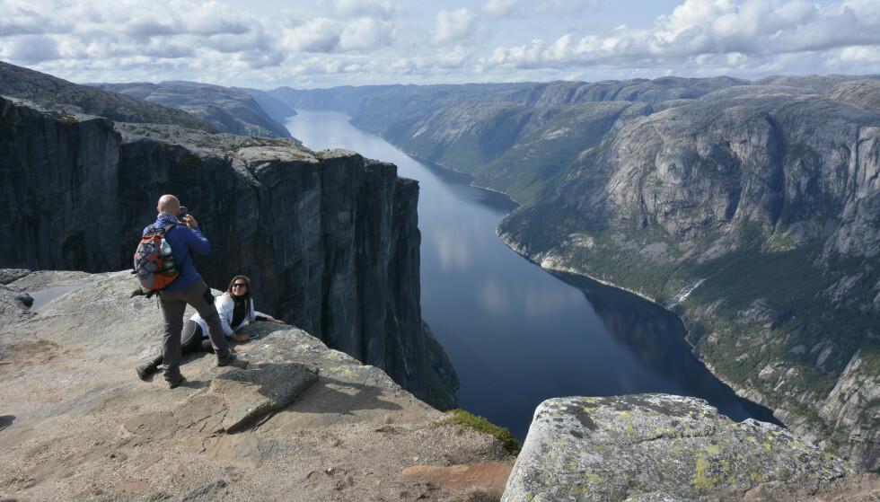 Kjerag: Utsikt over Lysefjorden. Foto: Odd Inge Worsøe/DNT