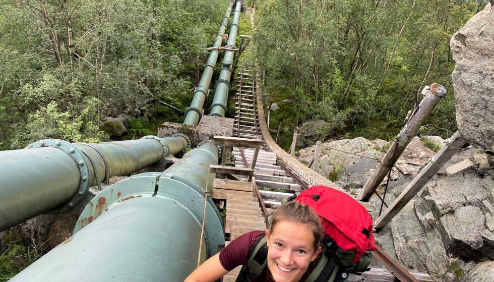 Oppover: DNT ung på tur fra Flørli til Månafossen via Blåfjellenden. Foto: Birk Gjerdrum Vatland/DNT