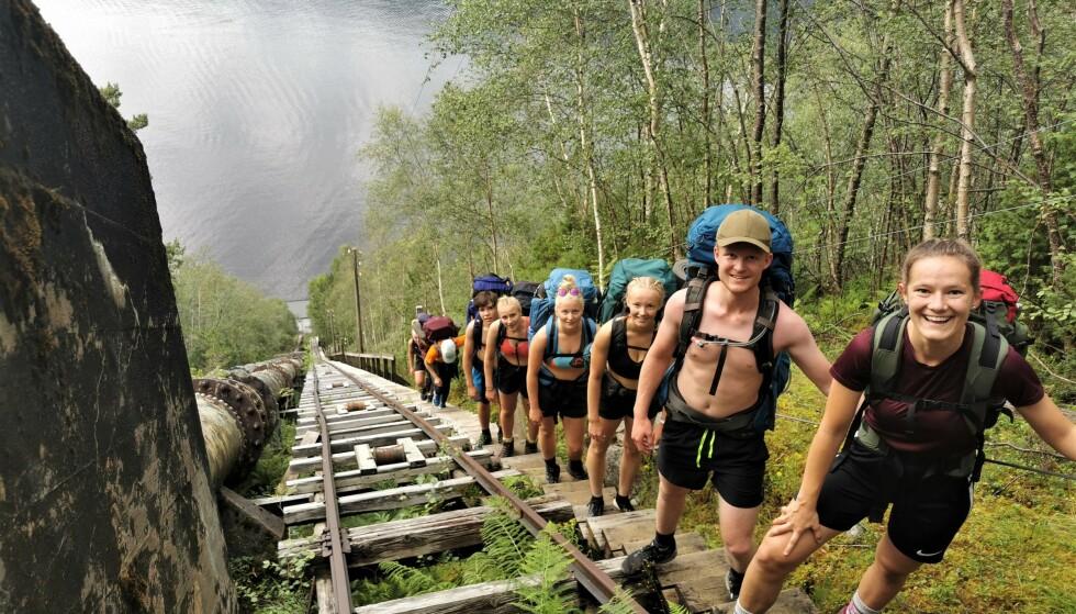 Trapper opp: DNT ung på tur fra Flørli til Månafossen via Blåfjellenden. Foto: Birk Gjerdrum Vatland