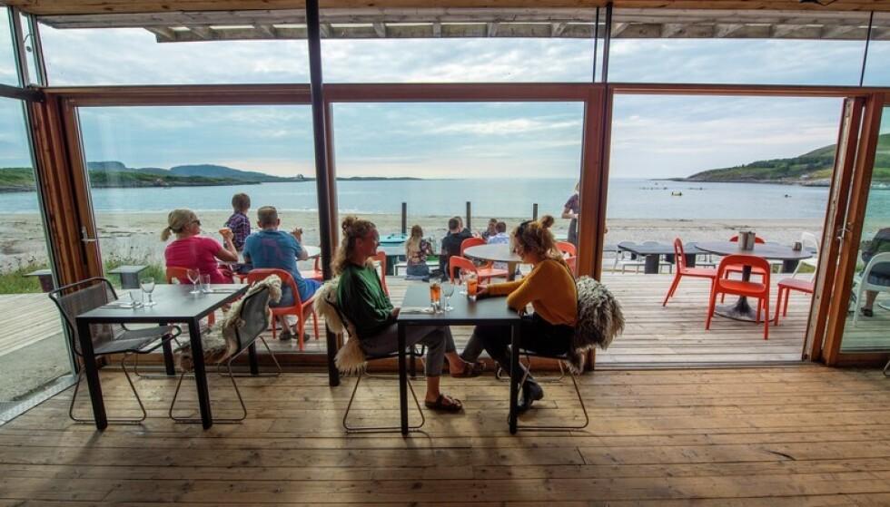 Ut mot havet: Fra restauranten på Stokkøya. Foto: Grim Berge/Trøndelag Reiseliv