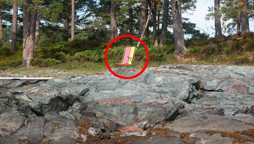 Badelov og ikke lov: Vet du hva som er lov og rett i strandsonen? Å sette ut en slik stol for å privatisere stranda og for å skremme bort andre er ikke tillatt. Foto: Odd Roar Lange/The Travel Inspector