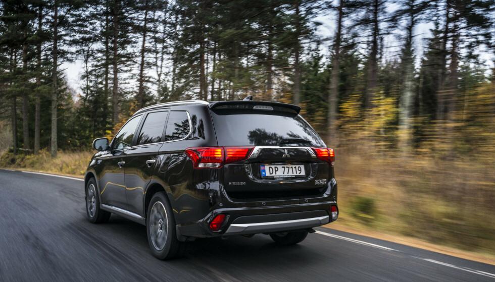 NORSK BESTSELGER: En av Norges mest populære biler gjennom flere år, Mitsubishi Outlander, må tilbake på verksted for å fikse en mulig feil. Bilen kan plutselig bråbremse uten grunn. Foto: Jamieson Pothecary