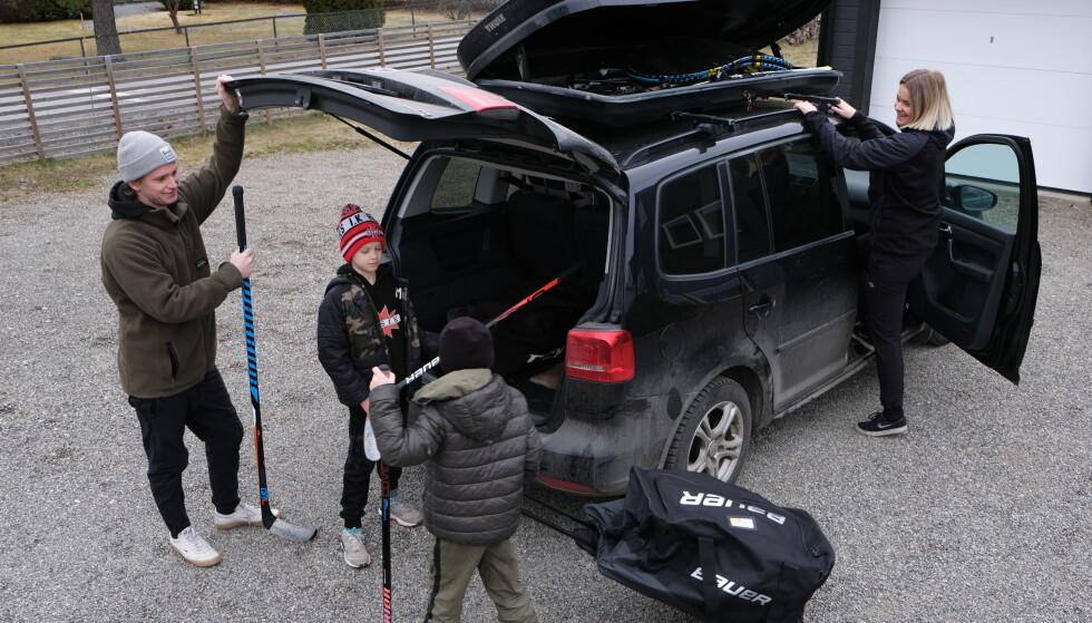 NULL I NORGE: Familiebilen VW Touran, med 105 hesters dieselmotor, er en av bilene som har vært berørt av diesel-skandalen. I Norge er bilen oppgradert, men ingen kompensasjon utbetalt. Illustrasjonsfoto: Rune Korsvoll