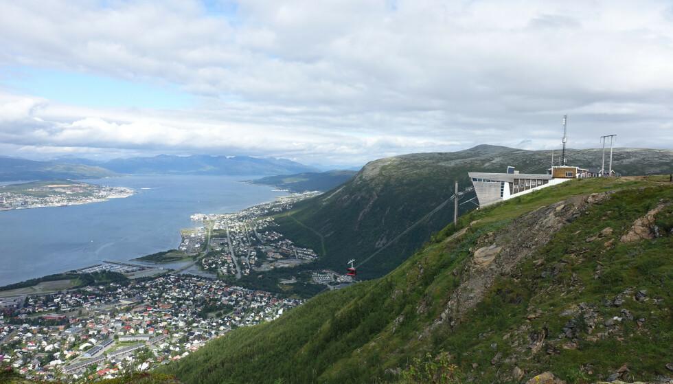 Heis eller fottur: Du velger selv hvordan du vil oppleve denne utsikten over Tromsø. Foto: Mari Stephansen/DNT