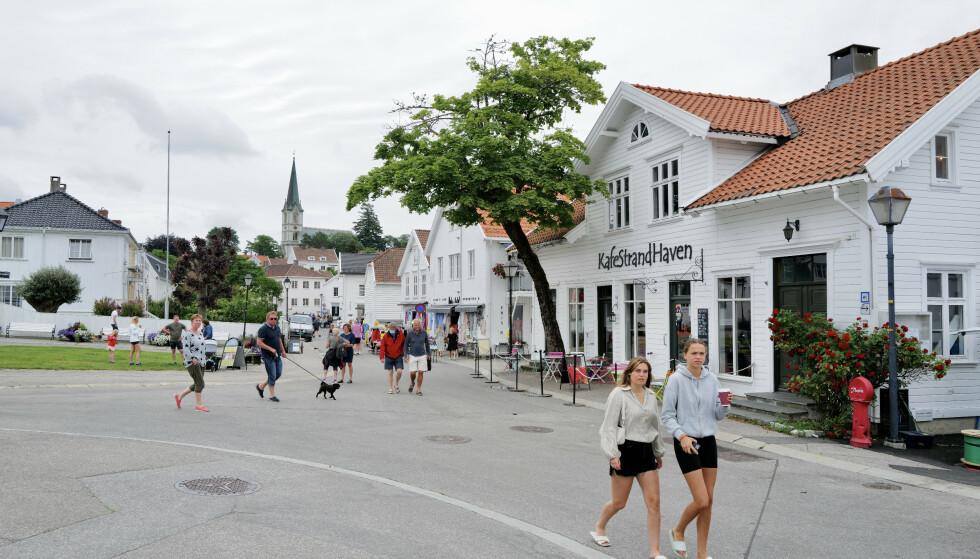 Borte bra - men hjemme best: Innbyggerne i sørlandsbyer som Lillesand trives med hjemmeferie. Foto: Odd Roar Lange/The Travel Inspector