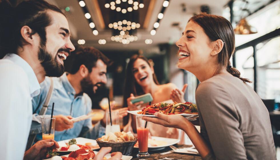 SMITTE: Folk flest er mest redd for å bli smittet på restaurant og utested. Foto: djile / Shutterstock / NTB