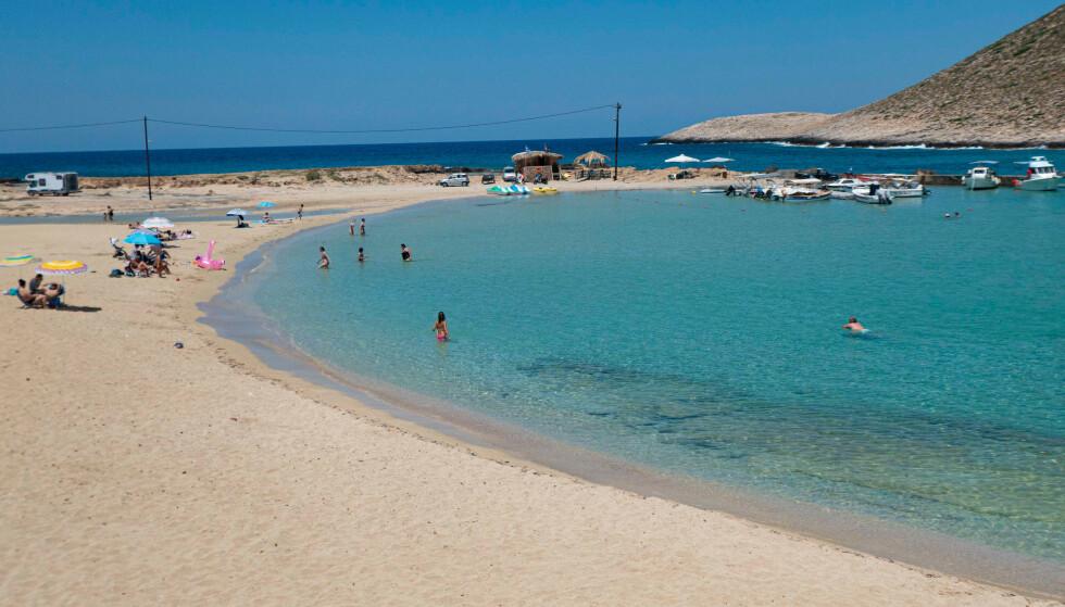 FERIEFAVORITT: Kreta er blant områdene som kan bli mørkerødt på reisekartet fra mandag 26. juli. Foto: NTB
