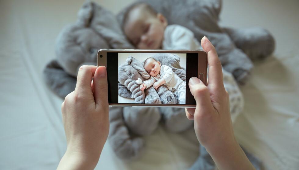SOSIALE MEDIER: Tenk deg godt om før du deler bilder av barn i sosiale medier. Foto: Korchagin/Shutterstock/NTB