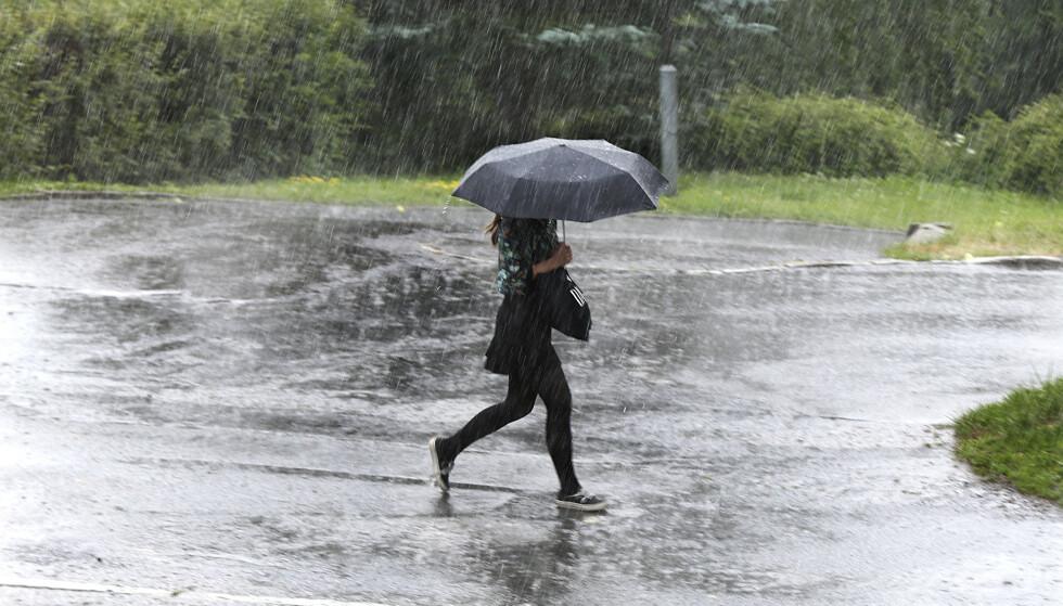 STYRTREGN: De neste dagene er det meldt styrtregn på Østlandet. Slik kan du sikre deg mot det. Foto: Vidar Ruud / NTB
