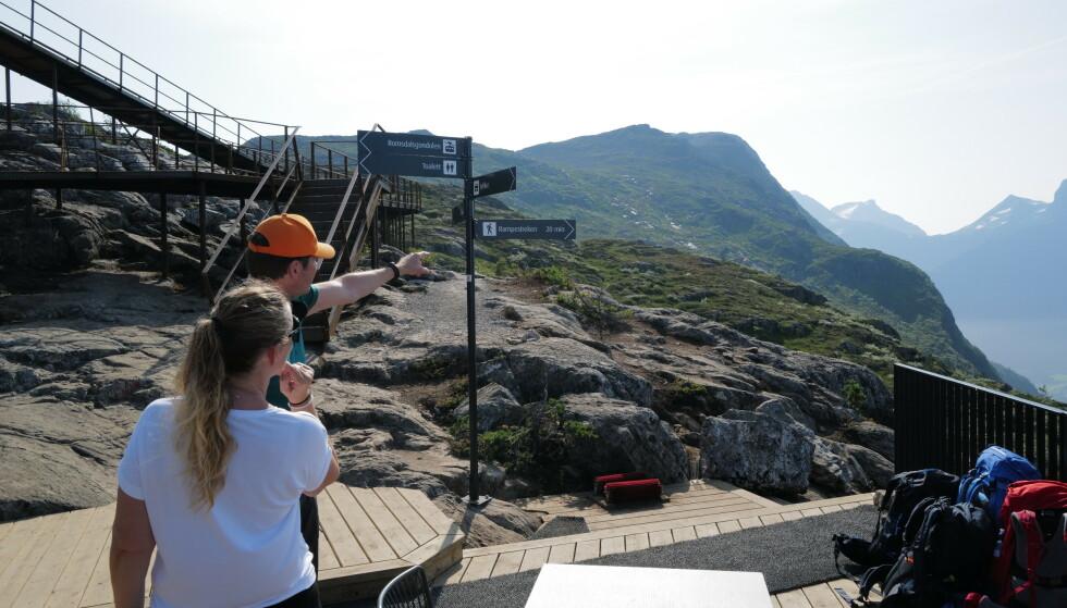 Viser vei: Romsdalseggen ender ved Romsdalsgondolen. Men ikke gå feil vei. Foto: Odd Roar Lange/The Travel Inspector
