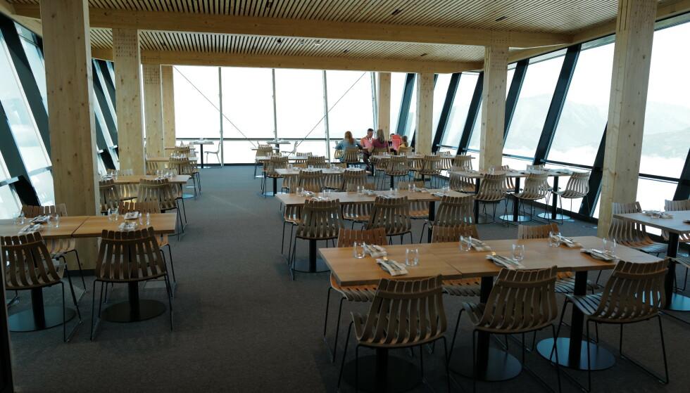 Toppservering: Fra Eggen restaurant over Åndalsnes. Foto: Odd Roar Lange/The Travel Inspector
