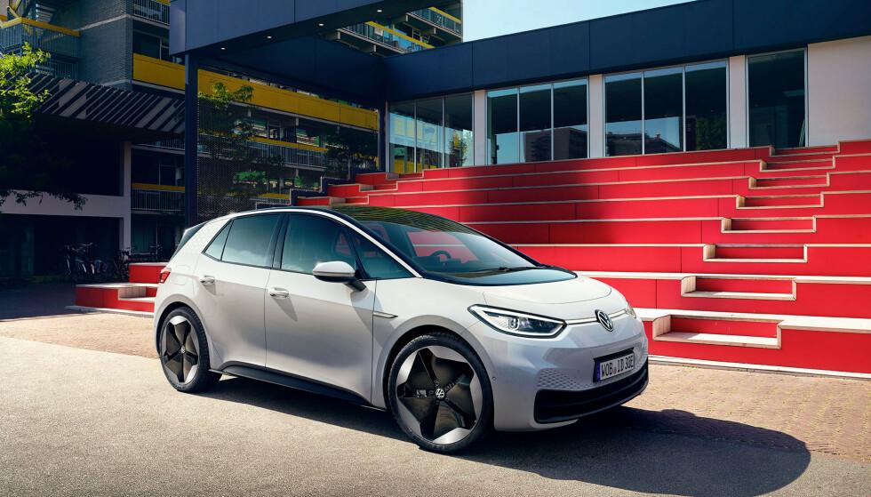 KUTTER PRISEN: VW kutter nå prisen på elektriske ID.3 med 25 000 kroner og lanserer en billigutgave til 275 000 kroner. Foto: VW