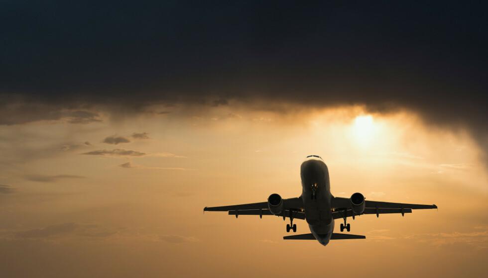 TØFFE TIDER: Flyanalytiker Hans Jørgen Enæs spår færre avganger til mindre flyplasser i tiden fremover. Foto: Shutterstock / NTB