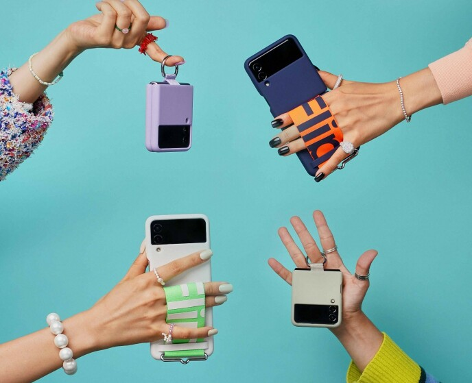 Samsung har laget et utvalg deksler til Z Flip 3 som er noe utradisjonelle. Foto: Samsung