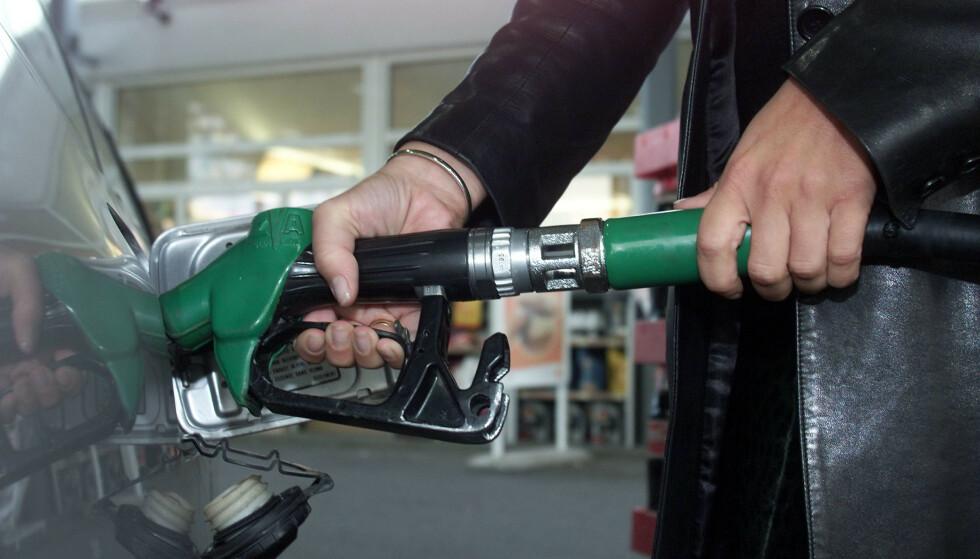 ØKER: I juli ble det solgt mer bensin og diesel på norske bensinstasjoner enn i samme måned året før. Foto: NTB