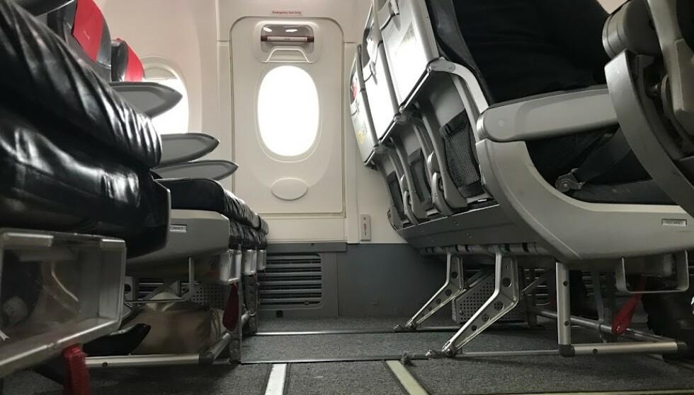 SE HER: Se under setet før du forlater flyet. Foto: Odd Roar Lange / The Travel Inspector