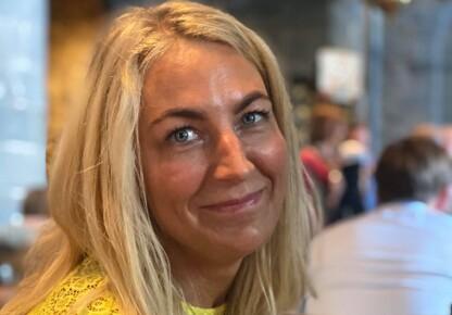 FASTPRISKUNDE: Oslo-kvinnen Merethe Ragnardotter Flakk har bundet seg til en fastprisavtale på strøm i et halvt år. Foto: Privat.
