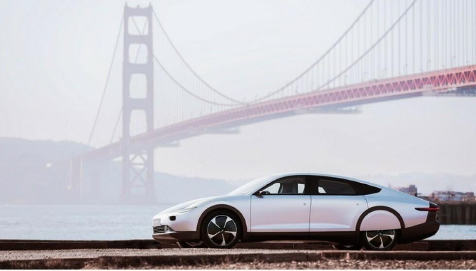 BLIR DYR: Det skal bygges bare 946 eksemplarer av bilen og prislappen blir trolig på rundt 1,4 millioner kroner. Foto: Produsentena