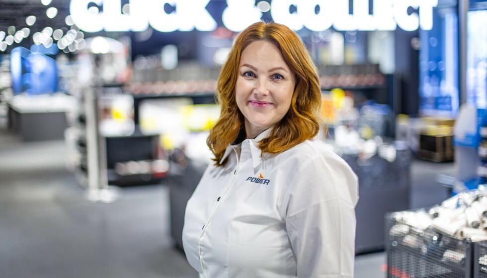PIZZAFEBER: Siri Røhr-Staff, nordisk PR- og kommunikasjonssjef i Power, forteller at de opplever enorm etterspørsel etter pizzaovner og -utstyr. Foto: Tarjei Krogh