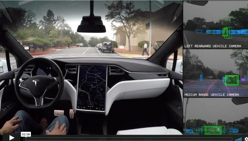 IKKE AUTOPILOT: Tesla har markedsført sitt selvkjørende system som Autopilot. Ingen biler er i stand til å kjøre helt selv, sier amerikanske NHTSA. Foto: Tesla