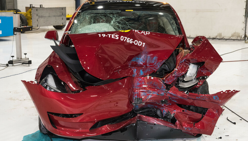 ETTERFORSKER: Dersom etterforskingen av 11 alvorlige ulykker viser at Teslas Autopilot ikke er i stand til å gjøre det den lover på en sikker måte, kan fabrikken bli nødt til å kalle tilbake nesten 800 000 biler for utbedring. Foto: EuroNcap