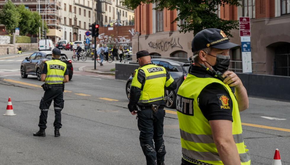 AKSJON SKOLESTART: Politiet holder trafikkontroll i Ullevålsveien i forbindelse med skolestart. Foto: Ali Zare / NTB
