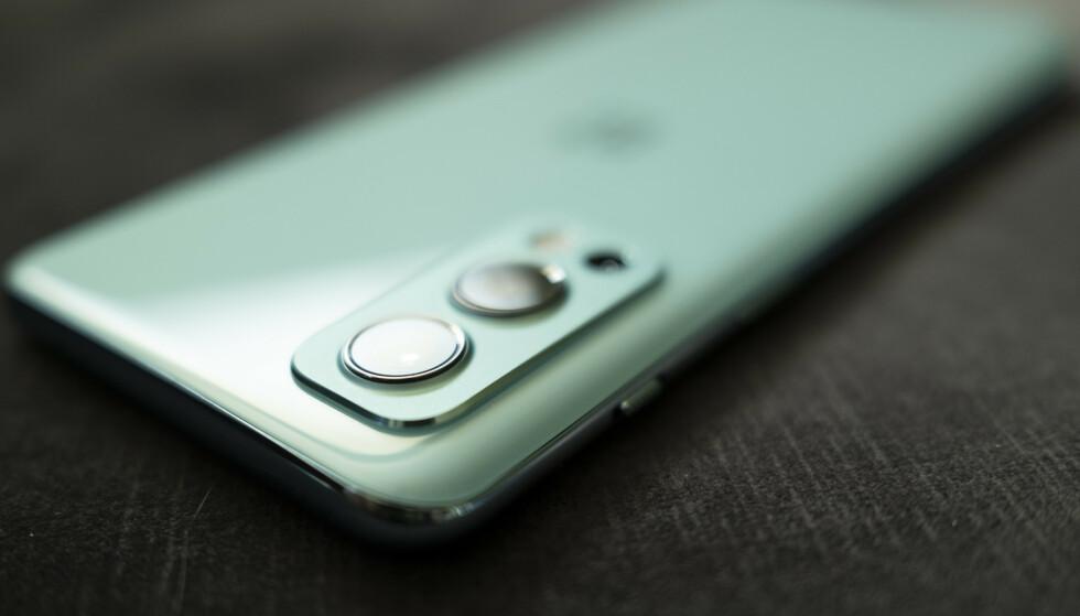 ONEPLUS NORD 2: Det er vanskelig ikke å bli imponert over OnePlus om dagen. Foto: Martin Kynningsrud Størbu