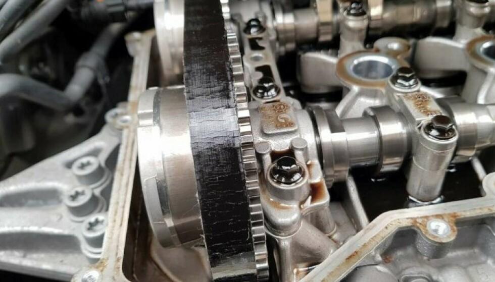 REGISTERREIMEN: En kjemisk prosess i motoroljen kan føre til at registerreimen blir ødelagt, noe som kan føre til at blant annet servopumpen til bremsene ikke fungerer. Foto: Foto: Car-Recalls.eu