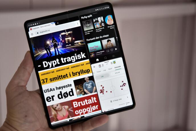 TRE PÅ LIKT: Her kjører vi tre apper samtidig på den store Fold 3-skjermen. Foto: Pål Joakim Pollen