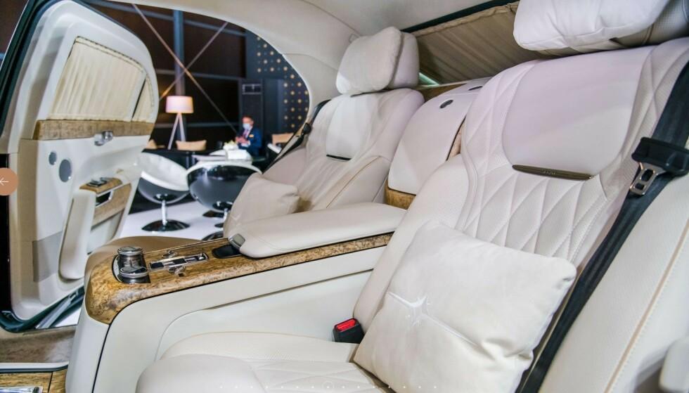 SUPER-LUKSUS: Aurus Senat er i øverste luksus-klasse med skinn, treverk og annet utstyr som er ansett som nødvendig for de aller rikeste. Prisen for den dårligst utstyrte utgaven starter på 2,2 millioner kroner i Russland. Foto: Aurus Motor